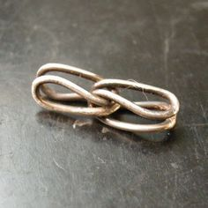 coldfeetstudio: how to make wire chain links: Free jewelry making / wire chain tutorial