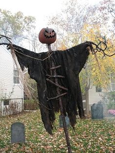 I want to recreate this Sleepy Hollow Scarecrow! This person has an awesome yard display and their Headless Horseman is beyond...Tim Burton would be proud