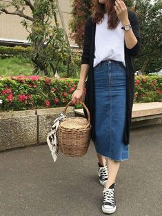 Sneakers outfit summer fashion looks jeans 69 trendy Ideas Sneakers Outfit Summer, Sneaker Outfits Women, Dress With Sneakers, Casual Summer Outfits, Modest Outfits, Casual Dresses, White Sneakers, Summer Clothes, Spring Outfits