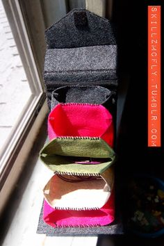 Felt circular knitting needle holder with accordion pockets