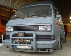 Late big- bumper with a nice bullbar through the chin spoiler. Debadged grille and monobrow. Vw Bus T3, T3 Camper, Volkswagen Bus, Vw T3 Doka, Vw Vanagon, Vw T3 Tuning, Vw Beach, Transporter T3, Vw Pickup