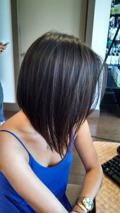 Swingy Layered Bob Hairstyle and Swing Bob Haircut Learn Haircuts swing bob hairstyles - Bob Hairstyles Swing Bob Hairstyles, Swing Bob Haircut, Inverted Bob Hairstyles, Medium Bob Hairstyles, Hairstyles Haircuts, Pool Hairstyles, Nice Hairstyles, Layered Hairstyles, Medium Short Hair