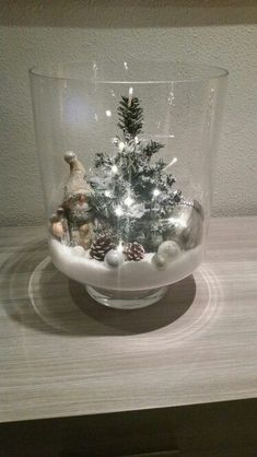 Cheap and Easy Christmas Centerpiece Ideas that you can Make in a Jiff - Hike n Dip Thinking about easy and cheap christmas centerpiece ideas that you can do by yourself? Look here for some of the easiest Christmas centerpiece ideas. Rose Gold Christmas Decorations, White Christmas Ornaments, Rustic Christmas, Xmas Decorations, Simple Christmas, Christmas Holidays, Cheap Christmas, Primitive Christmas, Outdoor Christmas