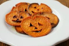 Most of the time when you think about Halloween food all you think of is candy—maybe cupcakes. But there are healthy foods that can given a Halloween twist as well. For example, these awesome Jack-O-Lantern Sweet Potato Fries from the Family Kitchen on Ba Halloween Snacks, Halloween Fingerfood, Postres Halloween, Creepy Halloween Food, Fete Halloween, Healthy Halloween, Halloween Dinner, Family Halloween, Halloween Halloween