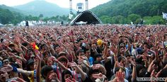 Jisan rock festival / The lush greenery of the Jisan Forest Resort adds to the outdoorsy feel at the summer's hottest music festival.