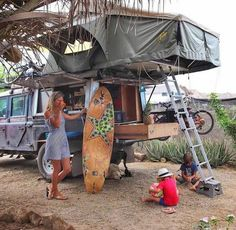 Blend the sleeping camp with the grey trip van and form hippie life inspiration … - Van Life Top Tents, Roof Top Tent, Defender 130, Land Rover Defender, Land Rovers, Vw Bus, Landrover Camper, Offroad Camper, Road Trip