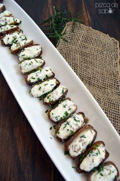 Dátiles rellenos de queso de cabra, queso crema y nuez www.pizcadesabor.com