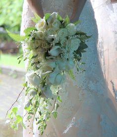 Bouquets de noiva em cascata. #casamento #bouquetdenoiva #ramodenoiva…