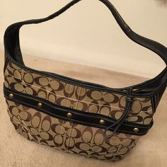 Coach purse Very clean . Hardly used Coach Bags Shoulder Bags