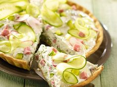 (Tarte)concombre radis jambon et fromage blanc Or just salad without any paste - Comfort Food Recipes Tzatziki, Quiches, Omelettes, Split Pea Soup Recipe, Quick And Easy Soup, Ham Soup, Salty Foods, Easy Soup Recipes, Pizza Recipes