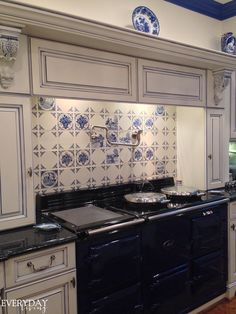 Wohnkultur Delft Tile Backsplash A Home With French Twist Twists And Tiles Gorgeous Kitchens, Wall Storage Cabinets, Home, Georgian Homes, Kitchen Wall Tiles, Kitchen Plans, Trendy Kitchen Tile, Kitchen Wall Storage Cabinets, Ikea Storage Cabinets