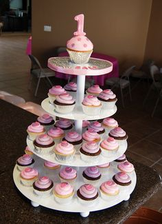 "this is what i want to do for my daughters 1st bday. a ""cupcake"" smash cake for her and then cupcakes for the guests :)"