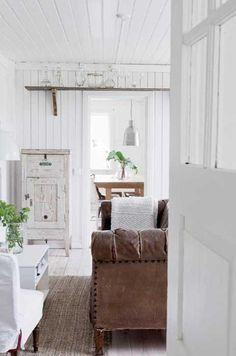 decoración monocromática / Una casita blanca con detalles rústicos. | Decorar tu casa es facilisimo.com