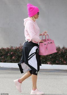 Theme: The reality star was pretty in plenty of pink including beanie, sweater and large Hermès bag Khloe Kardashian Hair Short, Kardashian Family, Kardashian Jenner, Miami Fashion, All Fashion, Business Women, Lounge Wear, Nice Dresses, Miami Style