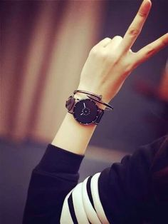 Look Your Best With This Fashion Advice Stylish Watches For Girls, Stylish Girls Photos, Stylish Girl Pic, Cute Girl Poses, Cute Girl Photo, Girl Photo Poses, Teenage Girl Photography, Girl Photography Poses, Girls Dp For Whatsapp