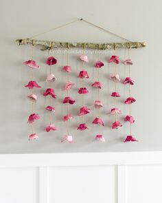 DIY+Flower+Wall+hanging+craft+idea.+The+flowers+are+made+from+Egg+Cartons.+So+cool+and+so+pretty! Bedroom Wall Decor Above Bed, Bedroom Wall Designs, Bed Wall, Wall Décor, Bedroom Decor, Bedroom Ideas, Hanging Flower Wall, Wall Hanging Crafts, Living Room Art