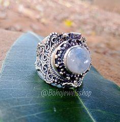 Rainbow Moonstone Ring, Amethyst Gemstone, Gemstone Rings, Poison Ring, June Birth Stone, Love Ring, Blue Rings, Bridal Rings, Stone Earrings