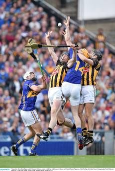 In action: All-Ireland Senior Hurling Final Kilkenny vs Tipperary Southern Ireland, Emerald Isle, Sports Art, Ireland Travel, Track And Field, Lacrosse, Finals, Athlete, Coaching