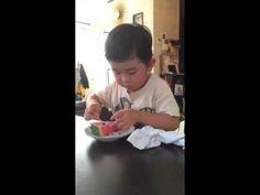 すいかを食べる - YouTube