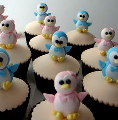 Pink & Blue Penguin Cupcakes! it's so adorable I wanna cry lol :'))))