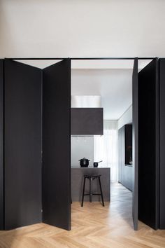 Black Box by Studio Tenca & Associati Modern apartment located in Italy, designed in 2017 by Studio Tenca & Associati. Room Divider Doors, Diy Room Divider, Hanging Room Dividers, Murs Mobiles, Accordion Doors, Moving Walls, Movable Walls, Diy Sliding Door, Folding Doors