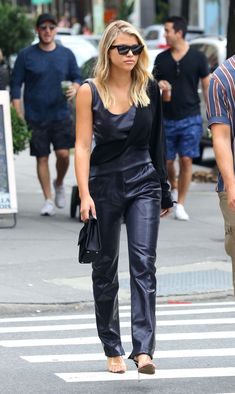 Sofia Richie shopping in Manhattan's Soho Fashion 2020, Star Fashion, Fashion Models, Girl Fashion, Fashion Looks, Fashion Outfits, Sofia Richie, Best Casual Outfits, Black Outfits