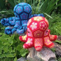 Lineandloops' African Flower crochet Octopus door Lineandloops