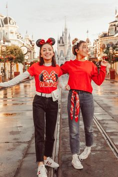 Disney castle fashion - Dress to impress while visiting your favorite place in the world! Adding accessories to spice up yo - Cute Disney Outfits, Disney World Outfits, Disneyland Outfits, Cute Outfits, Disney Clothes, Disney Day, Disney Trips, Brooklyn And Bailey Instagram, Photos Bff