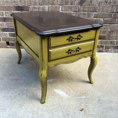 #ourjunkyourtrunk #breakthechalkhabit #rethunkjunk Side table refinished using Rethunk Junk paint by Laura in a Lily Pad and stain top.