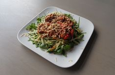 Gevulde courgettes met tonijn - Lowcarbchef. Lunch Recipes, Dinner Recipes, Healthy Recipes, Spaghetti Bolognaise, Go For It, Prepped Lunches, Fabulous Foods, Curry, Food And Drink