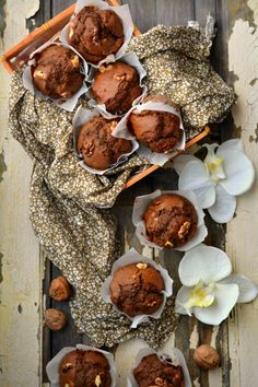 Muffins made from POTATOES, chocolate and nuts! Recipe is on Portuguese. Check out the user of parchment paper, so nicely folded to create a muffin cup! Cupcakes, Cupcake Cookies, Muffins, Portuguese Recipes, Muffin Cups, Cookbook Recipes, Chocolate, Cravings, Stuffed Mushrooms