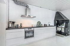 Vintage kitchen got a modern upholstery