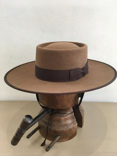 This portuguese traditional hat is made of 100% wool felt with a leather sweatband and satin lining. The brim has 10 centimeters and the height of the crown is also 10 centimeters. It can be made in your own measures and in a wide selection of colors. You can use a tape measure or a