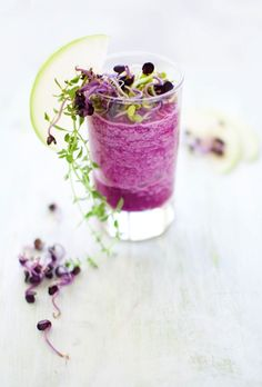 Looks so pretty! ❥Red Cabbage & Green Apple Smoothie