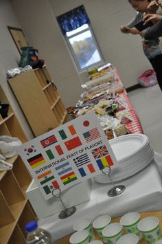 Dixie Delights: International Potluck Feast for class Thanksgiving; Free printable signs and table tents!