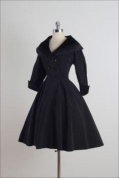 Coats Vintage Fit Flare Princess Coat image 6 - ➳ vintage coat * black rayon faille * velvet collar * rope embroidered collar * pockets * full skirt * fit and flare style * black button front condition 1950 Outfits, Vintage Style Outfits, Chic Outfits, Vintage Dresses, Fashion Outfits, Ball Dresses, Cute Dresses, 1950s Fashion, Vintage Fashion