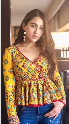 Best embroidery dress indian blouse… Best embroidery dress indian blouses 43 ideas The post Salwar Designs, Kurti Designs Party Wear, Saree Blouse Designs, Short Kurti Designs, Indian Blouse, Dress Indian Style, Indian Wear, Garba Dress, Navratri Dress