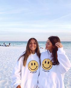 Cute Friend Pictures, Best Friend Pictures, Friend Pics, Cute Preppy Outfits, Summer Goals, Cute Friends, Gifts For Friends, Summer Aesthetic, Best Friend Goals