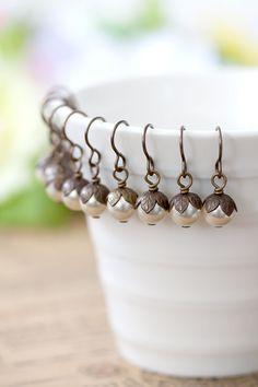 Brautjungfern Creme Perlen Ohrringe Set 4 von MeMadeJewels auf Etsy