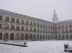 Vitoria Plaza de España de Vitoria-Gasteiz, Álava. Basque Country, Spain. Día de nieve.