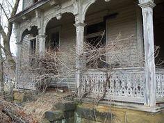 Mighty Lists: Halloween Week! 15 haunted houses
