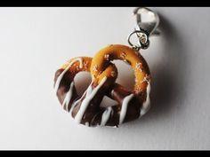 Chocolate Dipped Pretzel Pendant Charm, Miniature Food Jewelry, Polymer Clay Food Charm 🎀-M Diy Fimo, Cute Polymer Clay, Cute Clay, Polymer Clay Miniatures, Polymer Clay Projects, Polymer Clay Charms, Polymer Clay Creations, Diy Clay, Polymer Clay Jewelry