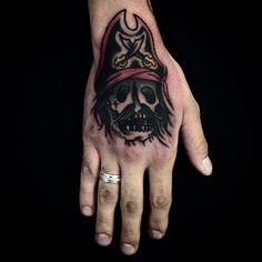 """marcuuscampos no Instagram: """"#tattoo #piratetattoo #skulltattoo #handtattoo"""""""