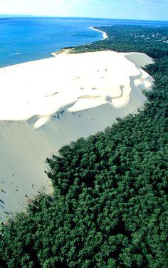 Découvrez la célèbre Dune du Pilat. Arcachon - France http://www.fasthotel.com/aquitaine/hotel-bordeaux-artigues