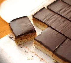 Peanut Butter & Dark Chocolate Shortbread Bars  [low glycemic, high protein, no bake, GF, vegan] make these for girls night?!