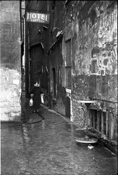 Paris 6ème - Confort moderne -rue du Chat qui pêche - années 1950 © Maurice Bonnel