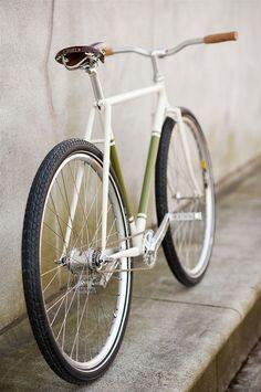 Ideas for fixie bike green wheels Velo Retro, Retro Bike, Velo Design, Bicycle Design, Fixi Bike, Photo Velo, Bici Fixed, Push Bikes, Urban Bike