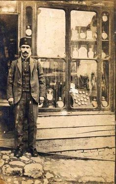A watchmaker in Istanbul during the Ottoman Empire, early century.A watchmaker in Istanbul during the Ottoman. Pictures Of Turkeys, Old Pictures, Old Photos, Vintage Photos, Portraits Victoriens, Turkey History, Ottoman Turks, Turkish Army, Most Beautiful Cities