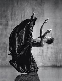 Black-and-white meets color, ballet meets break dance, and static poses meet wild mid-air freeze frames in the incredible dancer portraits of Alexander Yakovlev. Fred Astaire, Dancer Photography, Portrait Photography, Movement Photography, Film Noir Fotografie, Alexander Yakovlev, Fotografia Fine Art, Dance Movement, Professional Dancers