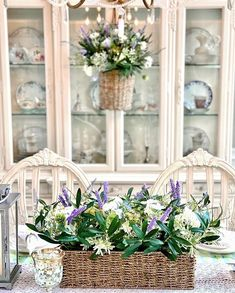 .#mothersday #mothersdaygift #giftideas#tablesetting #tabledecor #homedecor #tablestyling Spring Line, Spring Is Here, Balsam Hill, Centerpieces, Table Decorations, First Mothers Day, Dark Winter, Floral Arrangements, Table Settings